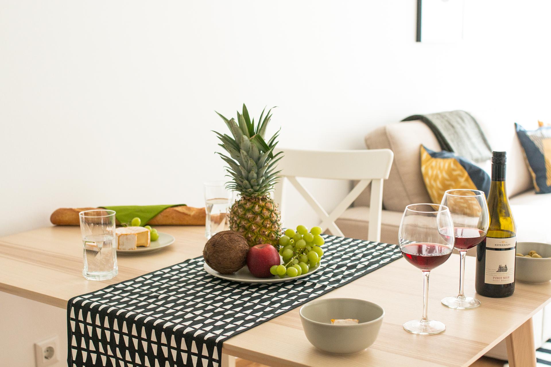 Esstisch, Früchte, Wein
